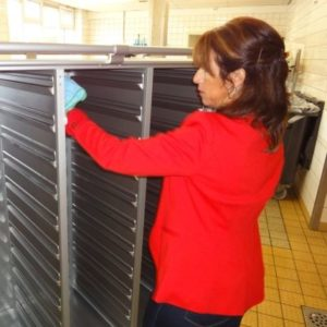 Reinig uw maaltijdwagens eenvoudiger en sneller